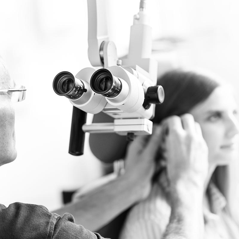 Untersuchung mit dem HNO-Mikroskop von Kaps
